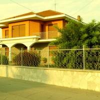 Vendiamo villa indipendete con terreno